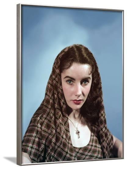 ELIZABETH TAYLOR early 50'S (photo)--Framed Photo