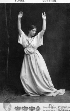 Isadora Duncan circa 1903-04 by Elvira Studio