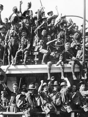 Embarkation of the Australian Naval and Military Expeditionary Force (An&Mef) for New Guinea