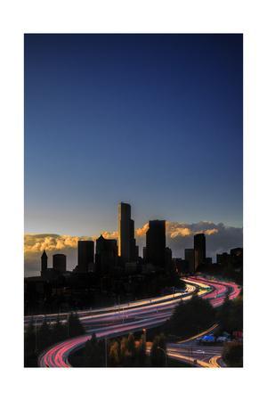 https://imgc.allpostersimages.com/img/posters/emerald-city-seattle-sunset_u-L-Q1CAOXJ0.jpg?artPerspective=n