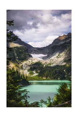 https://imgc.allpostersimages.com/img/posters/emerald-lake_u-L-Q1CAON10.jpg?artPerspective=n