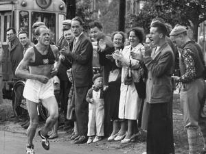 Emil Zatopek Leading in Marathon at 1952 Olympics