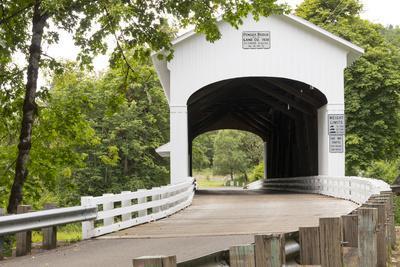 USA, Oregon, Lane County, Jasper, Place Road, Fall Creek. Pengra Covered Bridge