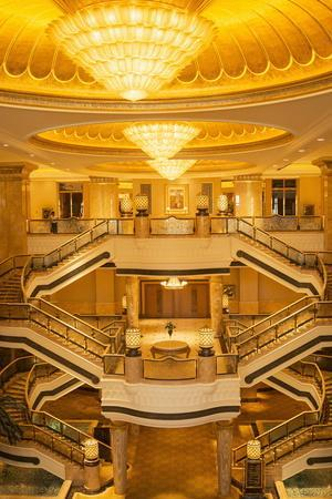 https://imgc.allpostersimages.com/img/posters/emirates-palace-hotel-abu-dhabi-united-arab-emirates-middle-east_u-L-PNGOQ60.jpg?p=0