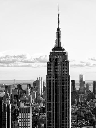 https://imgc.allpostersimages.com/img/posters/empire-state-building-from-rockefeller-center-at-dusk-manhattan-nyc-black-and-white-photography_u-L-PZ2MRA0.jpg?p=0