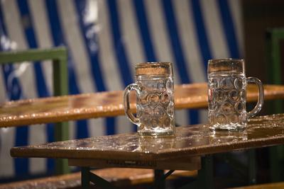 https://imgc.allpostersimages.com/img/posters/empty-beer-mugs-in-the-rain-oktoberfest_u-L-Q1EYDJ70.jpg?artPerspective=n