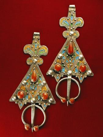 https://imgc.allpostersimages.com/img/posters/enamelled-silver-and-coral-pendants-morocco_u-L-POPA890.jpg?p=0