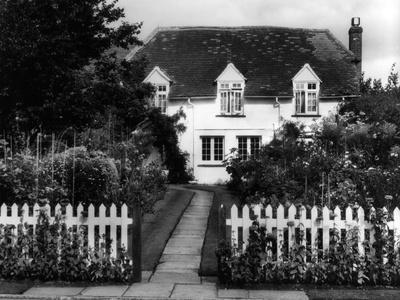 https://imgc.allpostersimages.com/img/posters/english-cottage-garden_u-L-Q107HNI0.jpg?p=0
