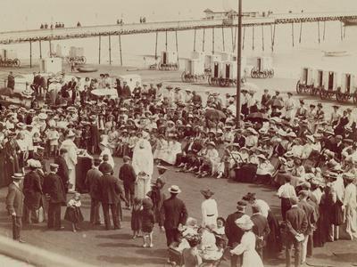 https://imgc.allpostersimages.com/img/posters/english-seaside-resort-early-1900s_u-L-PPOMJM0.jpg?p=0