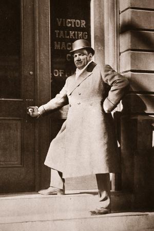 https://imgc.allpostersimages.com/img/posters/enrico-caruso-november-6th-1909_u-L-PPCD9Y0.jpg?artPerspective=n