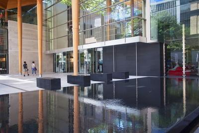 https://imgc.allpostersimages.com/img/posters/entrance-of-auckland-art-gallery-auckland-north-island-new-zealand-pacific_u-L-PQ8MUN0.jpg?artPerspective=n