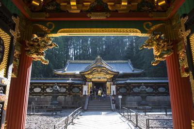 https://imgc.allpostersimages.com/img/posters/entrance-to-the-lemitsu-mausoleum-taiyuinbyo-unesco-world-heritage-site-nikko-kanto-japan_u-L-PNFROR0.jpg?artPerspective=n