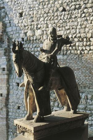 https://imgc.allpostersimages.com/img/posters/equestrian-statue-of-cangrande-i-1329-verona_u-L-PPA0CD0.jpg?p=0