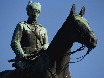 https://imgc.allpostersimages.com/img/posters/equestrian-statue-of-general-mannerheim-helsinki-finland-scandinavia_u-L-P7NJMO0.jpg?p=0