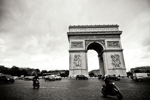 Arc de Triomphe II by Erin Berzel
