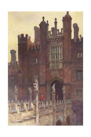 Hampton Court, Great Gate