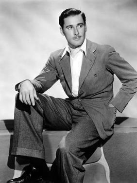 Errol Flynn, 1930s
