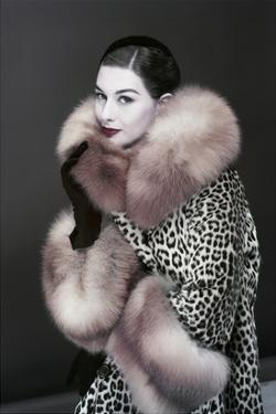Vogue - October 1954 by Erwin Blumenfeld
