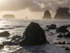 Second Beach and Sea Stacks, Washington by Ethan Welty