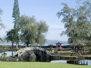 Liliuokalani Gardens, Hilo, Island of Hawaii (Big Island), Hawaii, USA by Ethel Davies