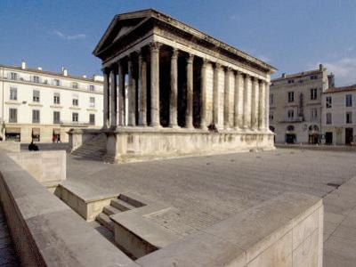 Maison Carree, Roman Temple from 19 BC, Nimes, Languedoc, France, Europe
