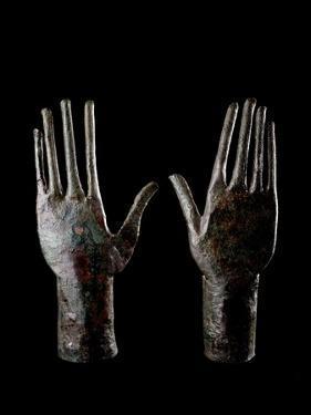 Etruscan Art : Two Hands - Bronze Sculpture
