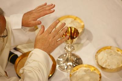 https://imgc.allpostersimages.com/img/posters/eucharist-celebration-france_u-L-Q1GYKM50.jpg?artPerspective=n