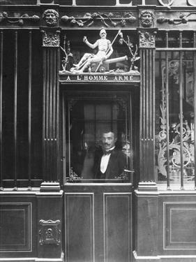 Paris, 1900 - Restaurant, rue des Blancs Manteaux by Eugene Atget
