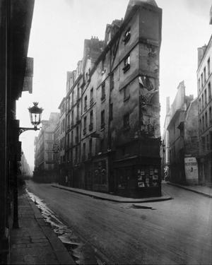 Paris, 1908 - Vieille Cour, 22 rue Quincampoix - Old Courtyard, 22 rue Quincampoix by Eugene Atget