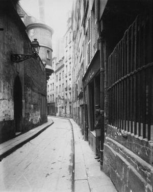 Paris, 1921 - Rue de l'Hotel de Ville by Eugene Atget