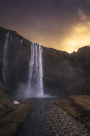 https://imgc.allpostersimages.com/img/posters/europe-iceland-seljalandsfoss-seljalandsfoss-waterfall-at-sunset_u-L-Q1BBBPC0.jpg?p=0