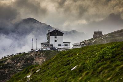 https://imgc.allpostersimages.com/img/posters/europe-italy-alps-dolomites-mountains-belluno-sexten-dolomites-rifugio-auronzo-tre-cime_u-L-Q1EXAOL0.jpg?artPerspective=n