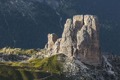 https://imgc.allpostersimages.com/img/posters/europe-italy-alps-dolomites-mountains-cinque-torri-view-from-rifugio-averau_u-L-Q1EXFEG0.jpg?artPerspective=n