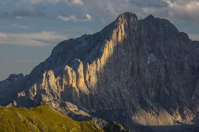 https://imgc.allpostersimages.com/img/posters/europe-italy-alps-dolomites-mountains-civetta-view-from-rifugio-nuvolau_u-L-Q1EXFML0.jpg?artPerspective=n