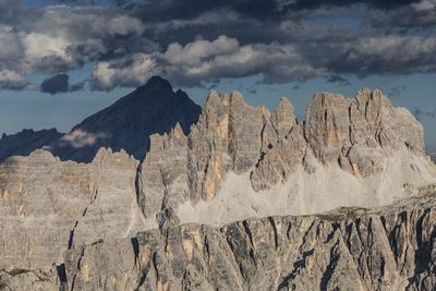 https://imgc.allpostersimages.com/img/posters/europe-italy-alps-dolomites-mountains-croda-da-lago-formin-view-from-rifugio-nuvolau_u-L-Q1EXG1T0.jpg?artPerspective=n