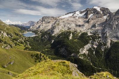 https://imgc.allpostersimages.com/img/posters/europe-italy-alps-dolomites-mountains-marmolada-fedaia-lake_u-L-Q1EXGA40.jpg?artPerspective=n