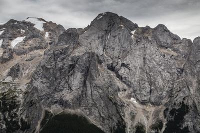 https://imgc.allpostersimages.com/img/posters/europe-italy-alps-dolomites-mountains-marmolada_u-L-Q1EXFVQ0.jpg?artPerspective=n