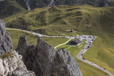 https://imgc.allpostersimages.com/img/posters/europe-italy-alps-dolomites-mountains-passo-giau-view-from-rifugio-nuvolau_u-L-Q1EXHCP0.jpg?artPerspective=n