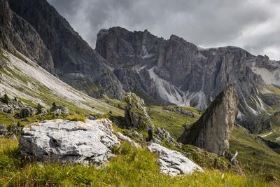 https://imgc.allpostersimages.com/img/posters/europe-italy-alps-dolomites-mountains-south-tyrol-val-gardena-malga-pieralongia-alm_u-L-Q1EXFAY0.jpg?artPerspective=n