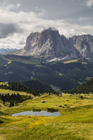 https://imgc.allpostersimages.com/img/posters/europe-italy-alps-dolomites-mountains-south-tyrol-val-gardena-sassolungo-view-from-seceda_u-L-Q1EXG9H0.jpg?artPerspective=n