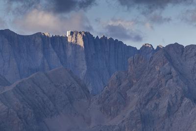 https://imgc.allpostersimages.com/img/posters/europe-italy-alps-dolomites-mountains-trentino-veneto-marmolada-col-margherita-park_u-L-Q1EXAML0.jpg?artPerspective=n