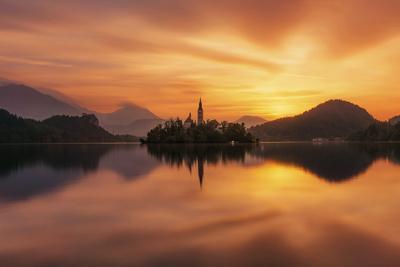 https://imgc.allpostersimages.com/img/posters/europe-sloevnia-bled-lake-bled-a-sunrise_u-L-Q1BBQ6U0.jpg?p=0
