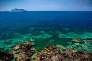 Cruise Ship beyond Reef by EvanTravels