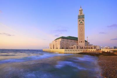 https://imgc.allpostersimages.com/img/posters/exterior-of-hassan-ll-mosque-and-coastline-at-dusk-casablanca-morocco-north-africa-africa_u-L-PWFK2R0.jpg?p=0