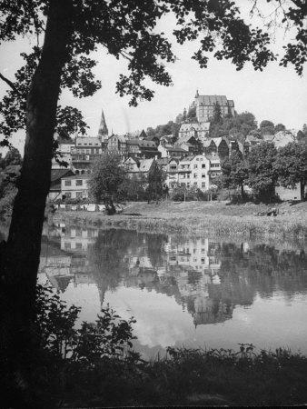 https://imgc.allpostersimages.com/img/posters/exterior-of-marburg-univ-on-the-bank-of-lahn-river_u-L-P752UG0.jpg?artPerspective=n