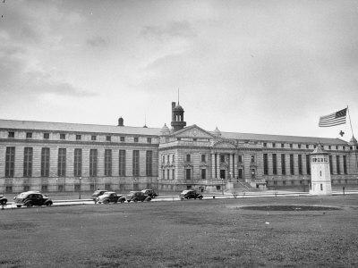 https://imgc.allpostersimages.com/img/posters/exterior-view-of-atlanta-federal-prison_u-L-P732EL0.jpg?p=0