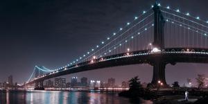 The 2 Lovers under Manhattan Bridge by Fabien Bravin