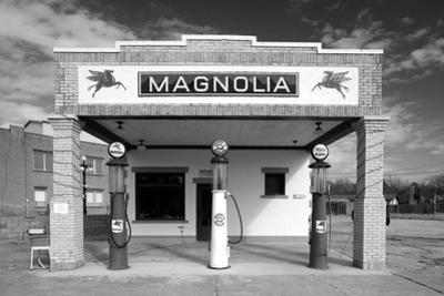 Facade of a gas station, Shamrock, Texas, USA
