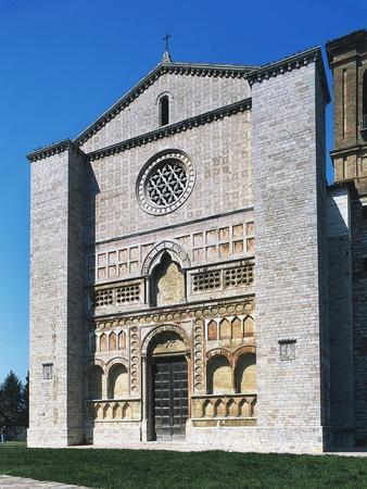 https://imgc.allpostersimages.com/img/posters/facade-of-church-of-st-francis-prato-perugia-umbria-italy_u-L-POPIBF0.jpg?p=0