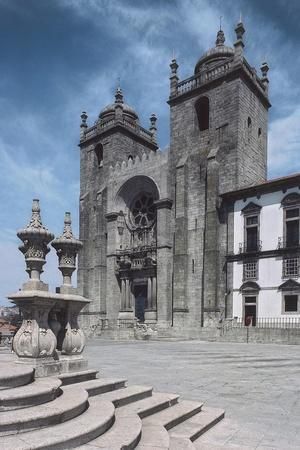 https://imgc.allpostersimages.com/img/posters/facade-of-porto-cathedral_u-L-PP9VQF0.jpg?p=0